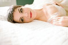 how gorgeous is this Bride with her pixie cute and perfect red lipstick?!  Photography by yanphoto.com