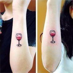 tatuajes hermanas copa de vino