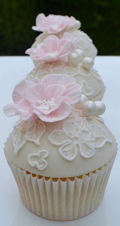 Lace & Frilly Flower Cupcakes