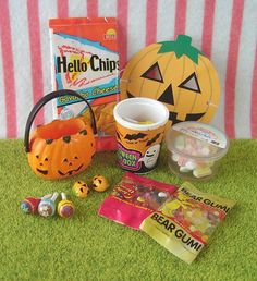 Re-ment / Rement / R-M Miniature Toys : Dreamy American Life : Halloween / Trick or Treat / Candy / Marshmallow / Corn Chips / Gummi Bears by HarapekoDoggyBag, via Flickr