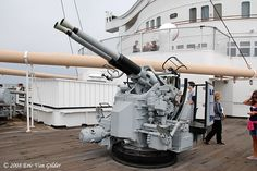 Anti-Aircraft+Guns+On+Ships   40mm Anti-Aircraft gun that was on the deck ofthe Queen Mary during ...