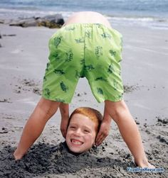 fun beach pictures with kids and other great BEACH HACK AND TIPS
