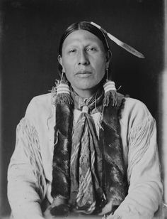 Wolf in The Middle-Southern Cheyenne/1908