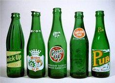 Smaragdgroene flessen voor lemon-limedranken met een inhoud van circa 20 cl. Het Seven-Up flesje was de belangrijkste inspiratiebron.