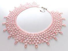 手作りbeads accessoryの『カザリ咲色』さん 白い小花の桃色ビーズチョーカー