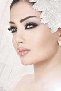 Precioso maquillaje ahumado para novia.