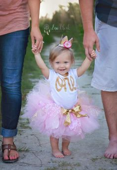 Gold First Birthday Tutu set with Crown, 1st Birthday set, Cake Smash, Birthday princess, Photo shoot, Photo prop, Glitter bodysuit / onesie, Sparkle tee, Birthday Tutu, Hello Buttercup