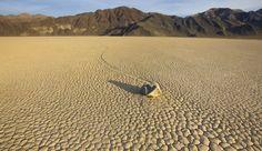 El fenómeno 'racestock', piedras que 'corren' por el desértico Death Valley, en California