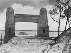 Picture of / about 'Redcliffe' Queensland - Hornibrook Highway viaduct under construction, Redcliffe, 1935 Saint Helena Island, Brisbane Gold Coast, Local History, Family History, Queenslander, Palace Hotel, Under Construction, Historical Photos, Old Photos