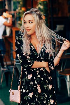 Blondie in the City Casual Frocks, Casual Dresses, Fashion Dresses, Nice Dresses, Fashion 2020, Girl Fashion, Blue Floral Maxi Dress, Dress Summer, Spring Outfits