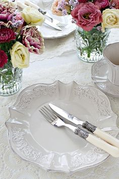 White embroidered tableware