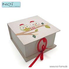 """Verpack Deine Geschenke doch mal mit einem Geschenk! Stabile Box aus Pappe, in handarbeit mit Papier bezogen und mit süßen """"Weihnachts""""-Eulen versehen. Verschlossen wird die Box mit einem roten Band um einen Ring. Recycled paper. Perfekt für Selbstgemachtes! #NOI home & fashion in #hamburg #NOIhamburg #Verpackung #Weihnachten #papeterie"""