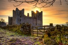 Sunrise At Bolton Castle, Wensleydale, Yorkshire, England. Beautiful Castles, Beautiful Places, Beautiful Ruins, Gorgeous Gorgeous, Bolton Castle, Sunrise Pictures, Yorkshire Dales, Yorkshire England, North Yorkshire
