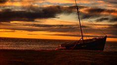#barco viejo en el #puerto de #PuntaArenas  #puq #instapuqchile #instapuq #magallanes #patagonia #sunny #sunnyday #landscape #ship #clouds #firesky #skyfire #cieloenllamas #skyporn #instamoment #instalandscape #instalike #nature #naturelovers #naturaleza #cielo by xalobarri