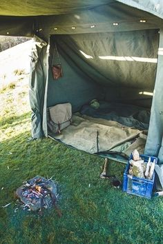 Land Rover Campfire Tent sleeping compartment #bushcrafttent