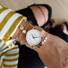 The CLUSE Pavane Rose Gold Stones features an ultrathin 8 mm rose gold case and a rose gold stainless steel mesh strap. Black Gold Jewelry, Gold Jewellery, Gold Stock, Gold Chains For Men, Gold Bullion, Rose Gold Color, Modern Jewelry, Fine Jewelry, Chain Jewelry