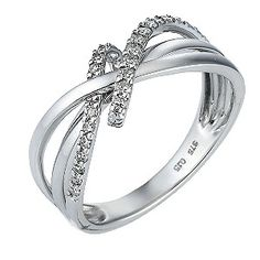 A chic 9ct white gold 15pt diamond twist ring. An elegant ring for an elegant woman.