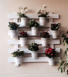 Ecco 20 deliziose fioriere da parete realizzate con i bancali! Lasciatevi ispirare…