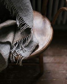 "Anna Wallendahr op Instagram: ""Bedroom details. #goodnight #saturday #weekend #bedroom #details #oldhouse #oldfurniture #wool #blanket #annocollection @annocollectionltd"" Spicy Drinks, Old Furniture, Soft Blankets, Autumnal, Wool Blanket, Autumn Leaves, Anna, Dark, Bedroom"