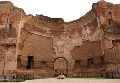 Las Termas de Caracalla se construyeron por orden del Emperador Caracalla entre los años 212 y 217 d.C. http://www.viajararoma.com/lugares-para-visitar-en-roma/termas-de-caracalla/ #turismo #Roma #Italia