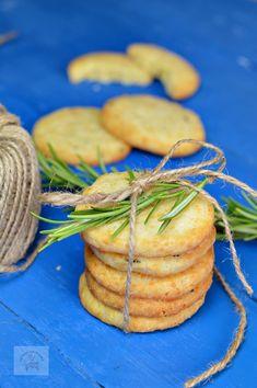 Biscuiti sarati cu parmezan si rozmarin - CAIETUL CU RETETE Parmezan, Carrots, Foodies, Vegetables, Recipes, Blog, Veggies, Rezepte, Vegetable Recipes