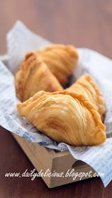 dailydelicious: Chicken curry puff: Crisp and flaky snack! Asian Snacks, Asian Desserts, Sweet Desserts, Indian Food Recipes, Asian Recipes, Curry Puff Recipe, Cambodian Food, Tandoori Masala, Savory Pastry