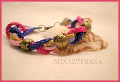 043 Combinación de cola de ratón y cordón de nylon, adornada con mariquitas de metal color oro viejo. Precio: 5 euros.