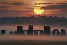 El amanecer del solsticio en Stonehenge                              …