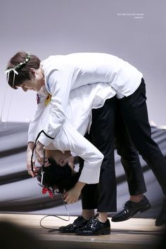 jungkook trying to put a headband on jimin bts Bts Jimin, Bts Bangtan Boy, Namjin, Jikook, Busan, Yoonmin, Foto Bts, Jung Hoseok, K Pop