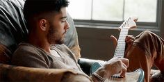 Find and save inspirational imagery of former One Direction member Zayn Malik. Zayn Malik Style, Zayn Malik Photos, Ex One Direction, One Direction Pictures, Icarus Fell, Talking Behind Your Back, The Brave One, Zayn Mallik, Wattpad
