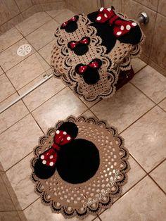Crochet Disney, Diy Crochet, Crochet Crafts, Crochet Baby, Crochet Projects, Mickey Decorations, Crochet Tank Tops, Crochet Carpet, Bathroom Crafts
