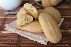 Biscotti da latte pugliesi, in passato venivano realizzati dalle nostre nonne per la colazione. Semplici e genuini, ottimi da inzuppare.