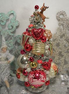 Ms Bingles Vintage Christmas: Last of the Bottle Brush Trees!