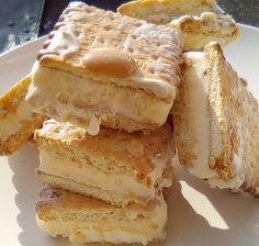 Παγωτό Σάντουιτς Καραμέλα -Μπισκότα !!!! ~ ΜΑΓΕΙΡΙΚΗ ΚΑΙ ΣΥΝΤΑΓΕΣ 2 Yams, Dessert Recipes, Desserts, Tiramisu, Ice Cream, Ethnic Recipes, Sweet, Cook, Tailgate Desserts
