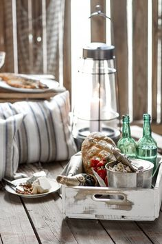 Scandinavian rustic decorating style for your summer house party