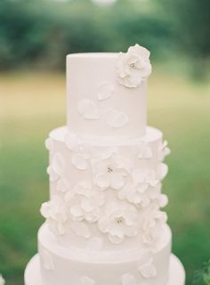 A Sweet Soiree Blogspot: All White Wedding Cakes - Understated Elegance