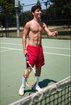 Ten times more attractive since he plays tennis. Cute Teenage Boys, Teen Boys, Men Abs, College Guys, Boy Models, O Donnell, Guys And Girls, Hot Boys, Handsome Boys
