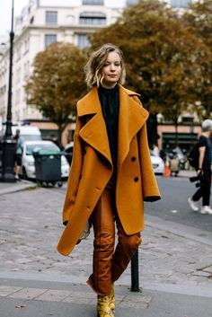 45 Warm and Comfy Street Style From Paris Fashion Week 2017 This Fall