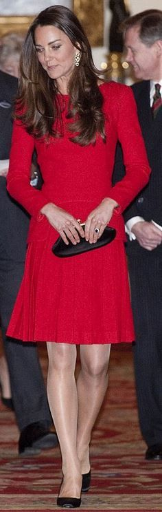 Who made  Kate Middleton: Purse – Anya Hindmarch  Dress – Alexander McQueen  Shoes – Prada