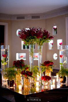 Pre wedding party in reds. Red flowers, mirrors and candels. By A-TIPICA Fiesta pre boda en rojos. Flores rojas, velas y espejos. Por A-TIPICA