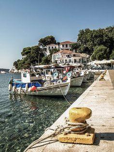 Skiathos, Greece Ocean Pics, Ocean Pictures, Beautiful Places To Travel, Beautiful Beaches, Skiathos Island, Santorini Villas, Myconos, Greece Islands, Parthenon
