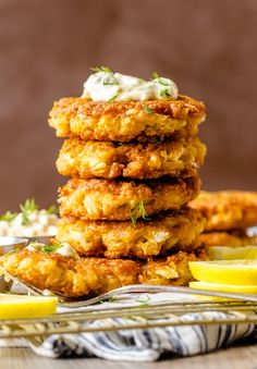 The BEST CRAB CAKE RECIPE is right here in front of you! I loooove fresh, crispy crab cakes, and these Baltimore Crab Cakes are really hitting the spot. Crab Cakes Recipe Best, Crab Cake Recipes, Seafood Recipes, Cooking Recipes, Sauce Recipes, Fish Recipes, Pasta Dinner Recipes, Delicious Dinner Recipes, Yummy Appetizers