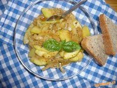 Kořeněná cuketa na cibulce - rychlá lehká večeře