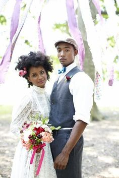 So delicate, folksy and pretty. Lovely couple | vintage style!