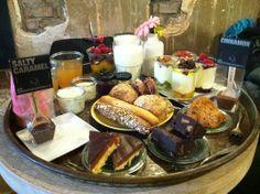 Hotspot: Yoghurt Barn Amsterdam Shopping, Delicious Food, Cinnamon, Caramel, Hotels, Barn, Drinks, Cafes, Canela