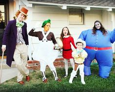 This Family's Group Halloween Costumes Get Better Every Year - ABC News Willy Wonka Halloween Costume, Office Halloween Costumes, Celebrity Halloween Costumes, Theme Halloween, Halloween Dress, Cute Halloween, Halloween 2020, Halloween Crafts, Halloween Couples