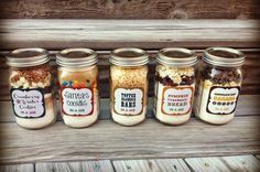 No Waste Festive Season: Inexpensive DIY Gifts in Jars Mason Jar Meals, Mason Jar Crafts, Mason Jar Diy, No Waste, Chocolate Caliente, Jar Gifts, Holiday Baking, Holiday Treats, Holiday Gifts