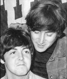 Paul McCartney and John Lennon of The Beatles. Beatles Band, The Beatles, John Lennon Beatles, Beatles Photos, Beatles Funny, Imagine John Lennon, Yoko Ono, Yellow Submarine, Liverpool