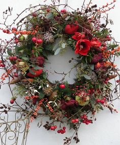 Loose airy wreath with evergreens bittersweet and amaryllis. Loose airy wreath with evergreens bittersweet and amaryllis. The post Loose airy wreath with evergreens bittersweet and amaryllis. appeared first on Ideas Flowers. Christmas Door Wreaths, Christmas Flowers, Autumn Wreaths, Noel Christmas, Christmas Crafts, Fleurs Diy, Deco Floral, Xmas Decorations, Flower Arrangements