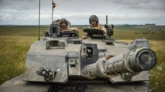 A commander and loader in a Challenger 2 with all sights open, waiting to receive orders before an attack on Salisbury Plain. Salisbury Plain, Combat Gear, British Army, British Tanks, Armored Fighting Vehicle, Battle Tank, Military Photos, Military Army, Modern Warfare